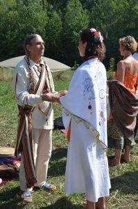 Le toucher des mains - recevoir la bénédiction des femmes sacrées